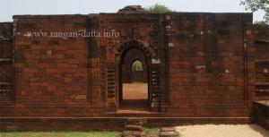 Arched gateway, Natmandir, Gokuleswar Temple, Gokulnagar