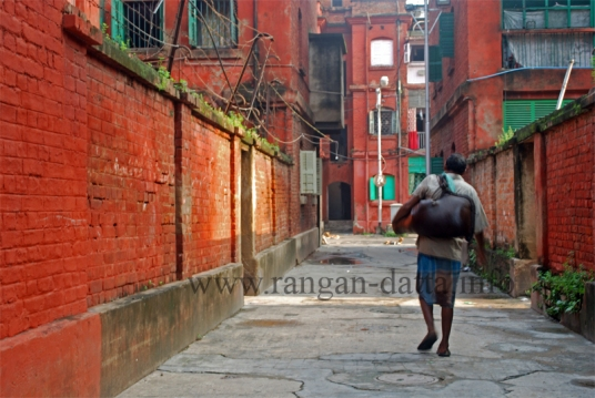 Bhisti (water carrier) with Masak (goat skin bag), Bow Barracks, Calcutta (Kolkata)
