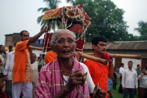 An old lady, Rajbalhat Ratha Yatra