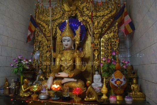 Golden Buddha Statue, Myanmar (Burma) Buddhist Temple, Kolkata (Calcutta)