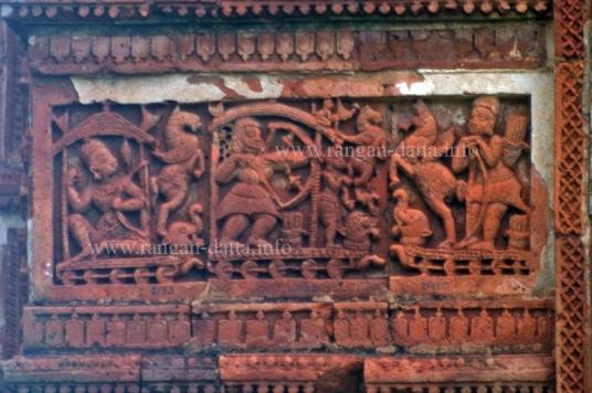 Arjuna fighting Bishma, with Shikhandi in front, Jor Bangla Temple, Bishnupur