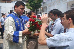 Distribution of flowers, Armenian Genocide Day