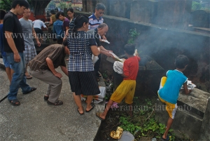 Burning Jose Paper (Money), Chinese Hungry Ghost Festival