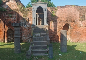 Stone Throne, Bais Darwaza Masjid, Pundooah (Hooghly)