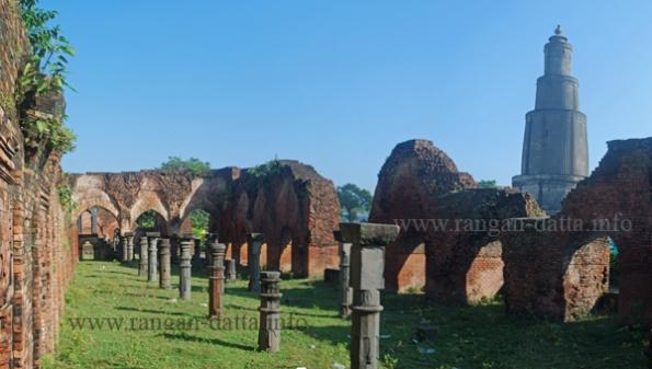 Pundooah Minar and Bais Darwaza Masjid, Pundooah. Hooghly