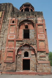 The remaining traces of Marble and Sandstone at Khan i Khanan Tomb