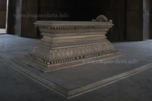 Safdarjung's Grave