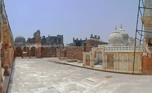 Panoramic view of the Zafar Mahal courtyard, Mehrauli, Delhi