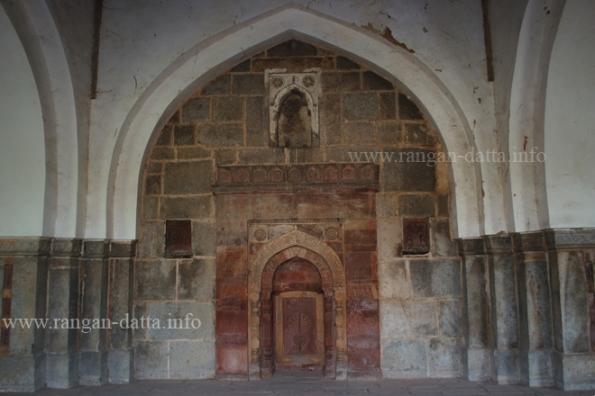 Isa Khan's Mosque Miharba