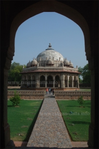 Isa Khan's Tomb, through the arch