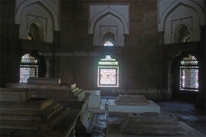 Graves inside Isa Khan's Tomb