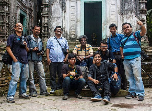 Group Photo (not the whole group), Fourth Wikipedia Kolkata Photo Walk. Photo Courtesy: Indrajit Das, Wikimedia Commons