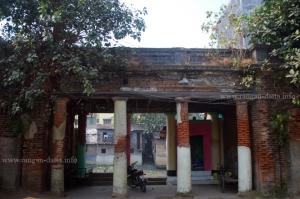 Ghat next to Choto Ras Bari