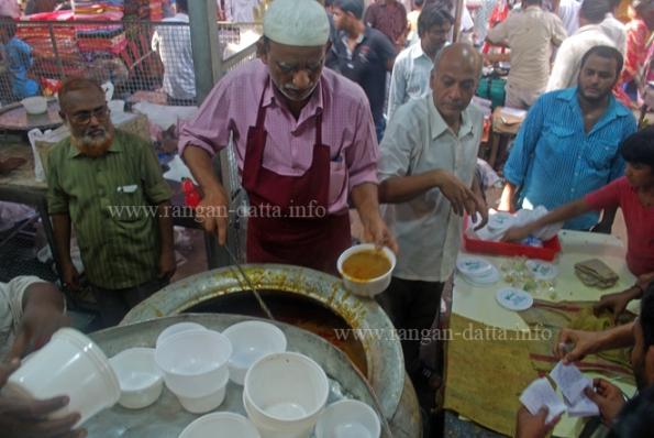 Haleem Seller od Zakaria Street, Ramzan (Ramadan) Food Street