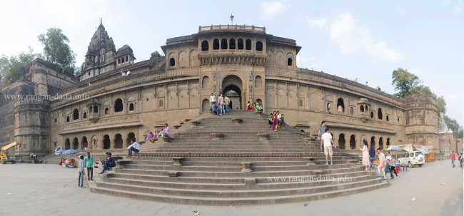 Panoramic view of the southern facade of Maheshwar Fort, from the ghats of Narmada, Maheshwar, Madhya Pradesh (MP)