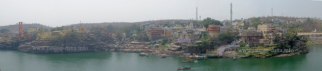 South bank of Narmada, as viewed from the Omkareshwar Mahadev Temple