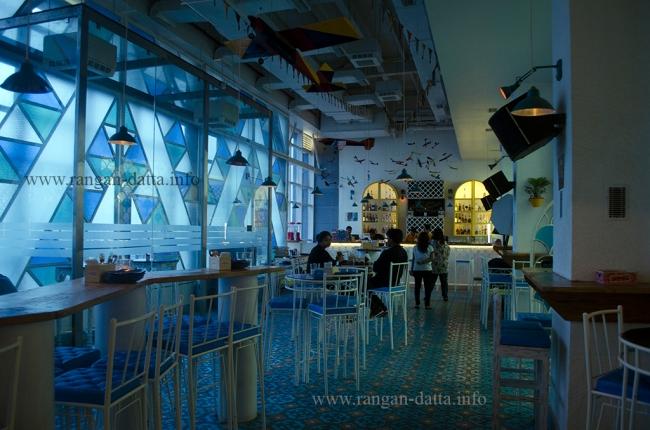 Blue and White Decor of Hoppipola, Acropolis Mall, Kolkata