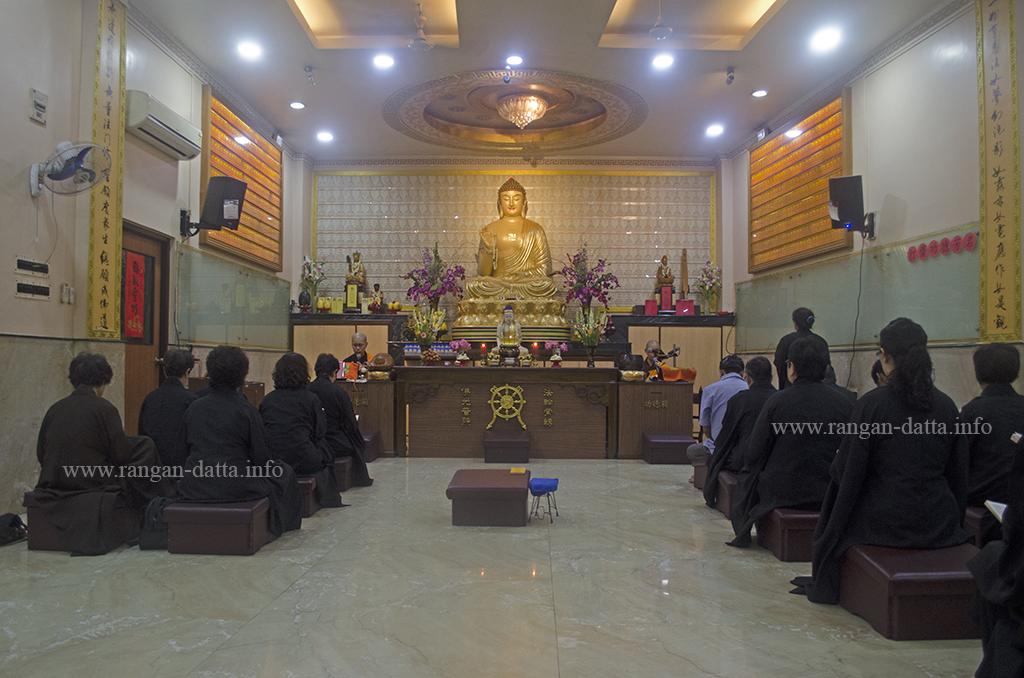 Puja starts, Buddha Purnima, Fo Guang Shan Buddhist Monastery, Tangra, Kolkata