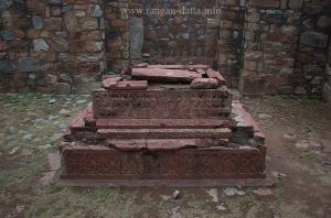 Khan Shahid's Grave