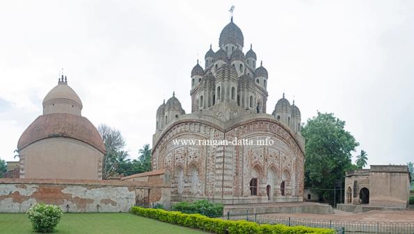Ambika Kalna, Krishna Chandraji Complex. Vijay Vidyanath Temple (L) and Krishna Chandraji Temple (R)