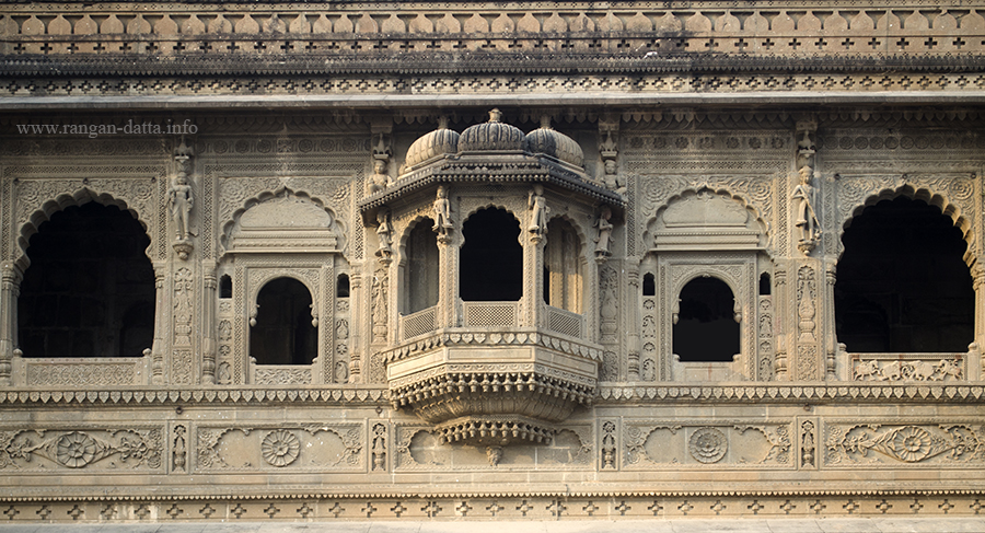 Rajasthani styled oriel window and ornamentation, southern wall of Maheshwar Fort, Maheshwar, Madhya Pradesh (MP)