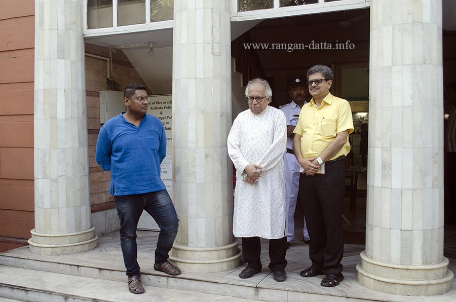 Eminent writer and columnist Ranjan Bandhopadhyay (center), Swagat Sengupta, CEO Oxford Book Stores (left) and Tridip Chatterjee of Patra Bharati (right) at Kolkata Police Museum