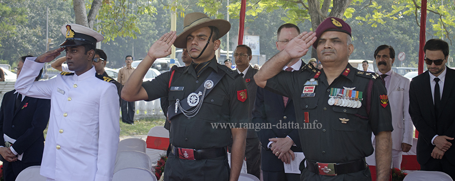 Members of the armed forces pay tribute to the fallen soldiers, Remembrance Sunday, Kolkata