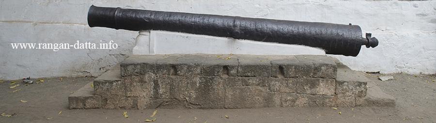 A cannon, Rajwada, Maheshwar Fort, Maheshwar, Madhya Praadesh (MP)