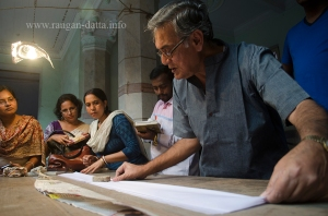 Ajoy Dutt explains the art of making fanush, Bholanath Dham