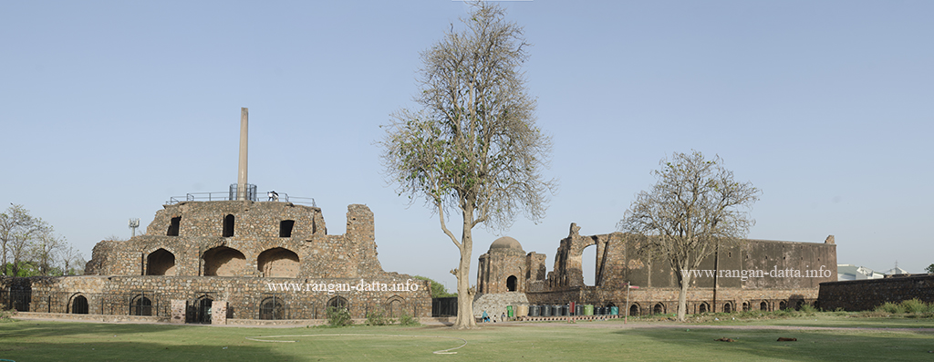 Panoramic view of Feroz Shah Kotla. Left: Pyramidal Structure with Ashokan Pillar and Right: Jami Masjid