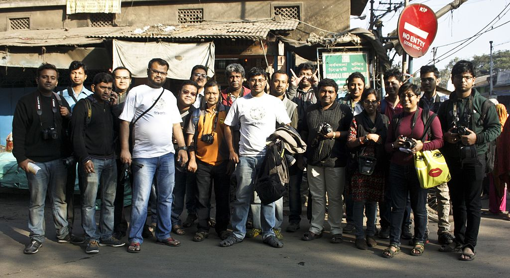 Group Photo, Sixth Wikipedia Kolkata Photowalk, (Photo Courtesy: Indrajit Das, Wikimedia Commons)