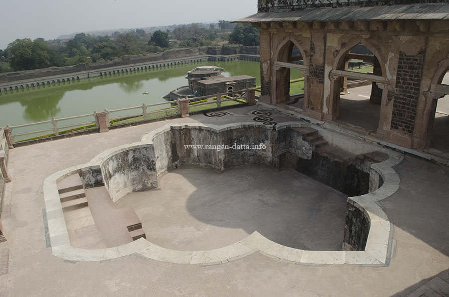 Upper Swimming Pool, Jahaz Mahal, with Kapur Talao in the background, Mandu
