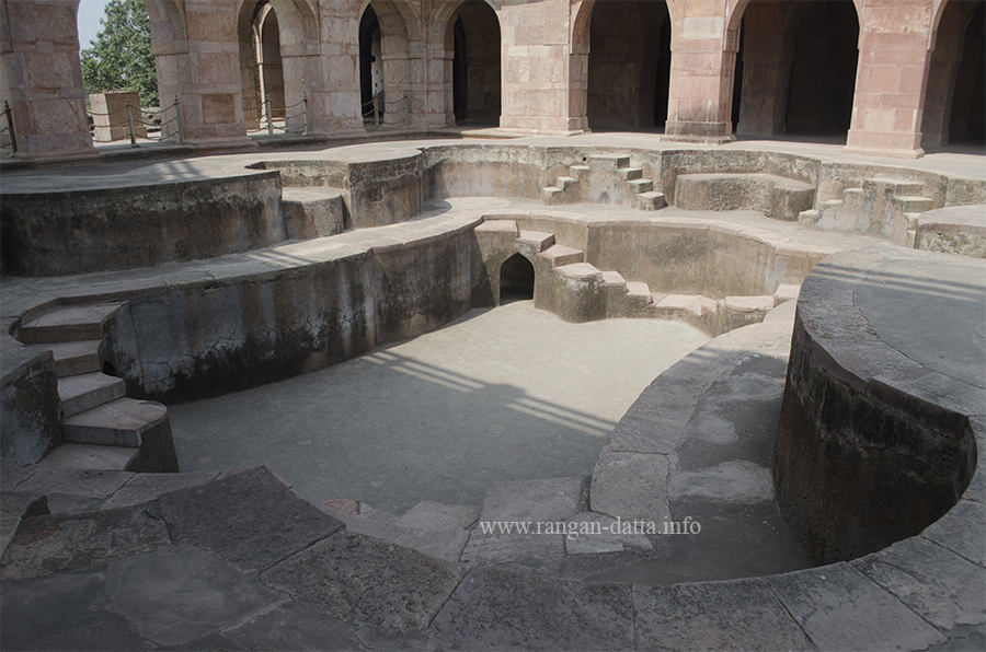 Lower pool of Jahaz Mahal, Mandu
