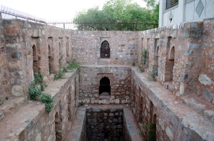 Front and side walls of Dwarka Baoli, Delhi