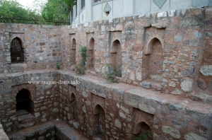 Water outlets (left) and recessed arches on side wall, Dwarka Baoli, Delhi