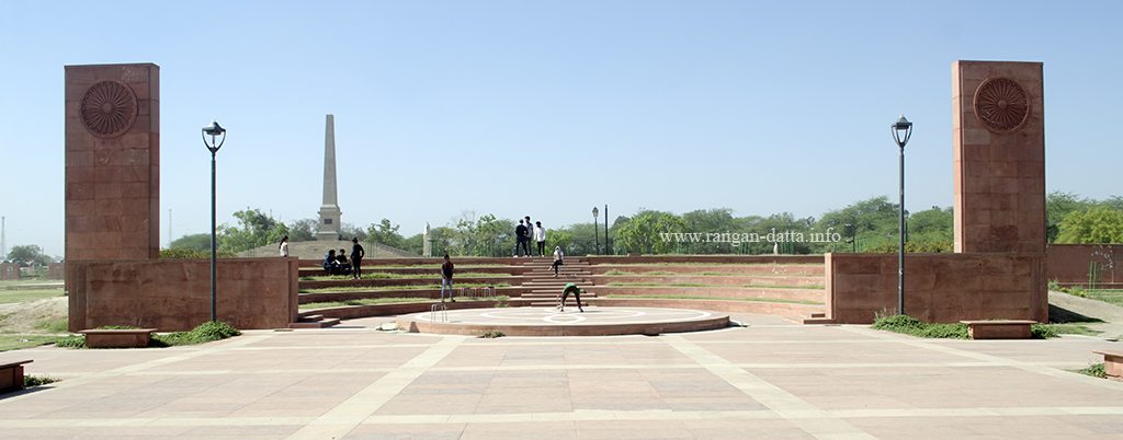 The amphitheater, with Coronation Memorial in the background, Coronation Park, Delhi