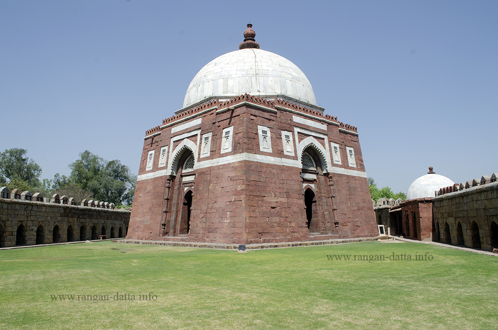 Ghiyas ud - Din Tughluq Tomb, Delhi