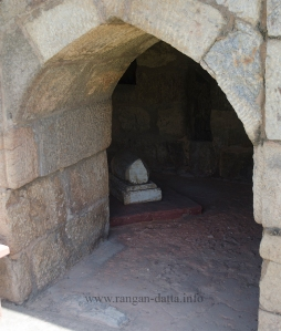 A arched opening with the grave of Ghiyas ud - Din Tughluq's dog