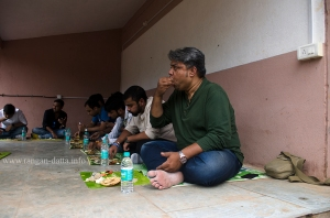 Bloggers enjoy traditional Odiya Lunch at Raghurajpur, near Puri