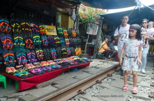 Maeklong Rail Market 7