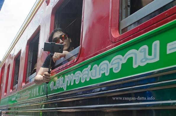 Maeklong Rail Market 9