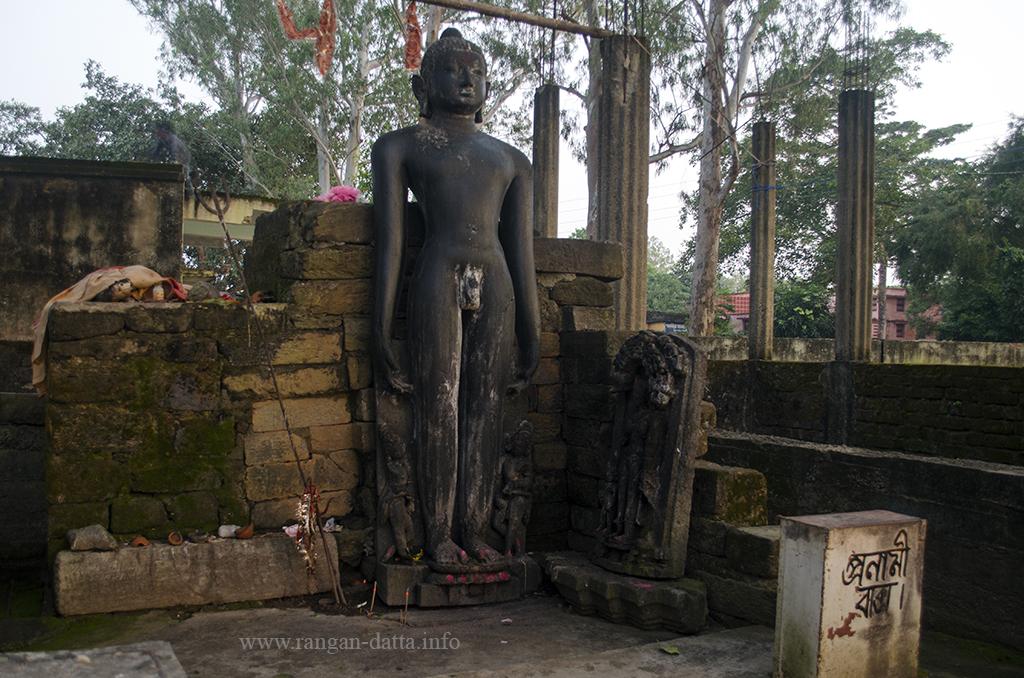 Giant Jain Tirthankara staue, Pakbirra, Purulia District