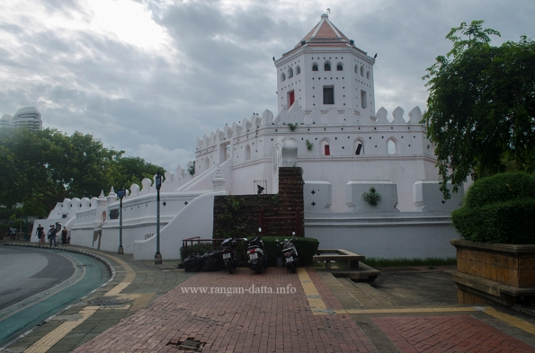 Phra Sumen Fort 2