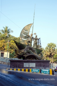 Statue of a East Indian fishing family