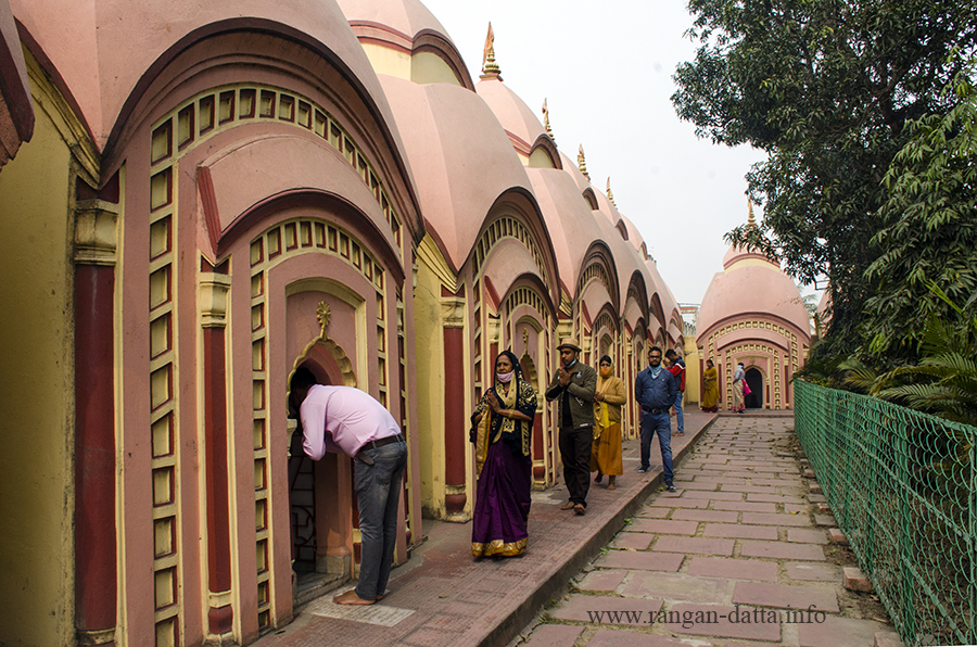 Devotees at 108 Shiva Temple Complex, Nababhat, Bardhaman