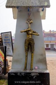 Statues at Dariyapur gate