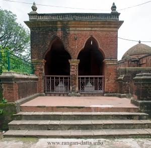 Graves of Sher Afghan and Qutubuddin Koka