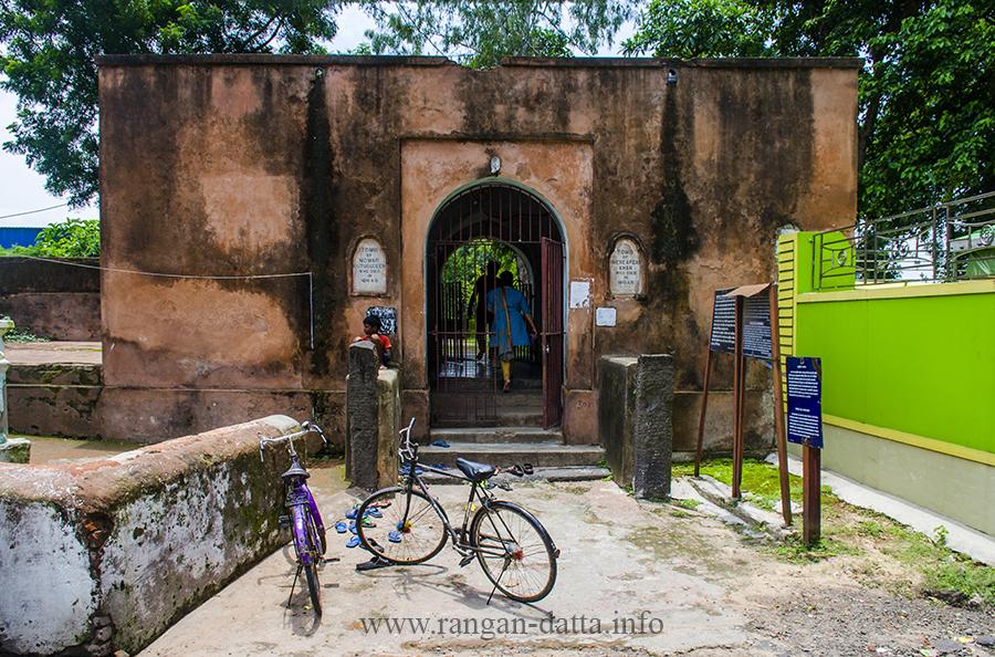 Entry gate of the Mazar of Pir Baharam, Brdhaman